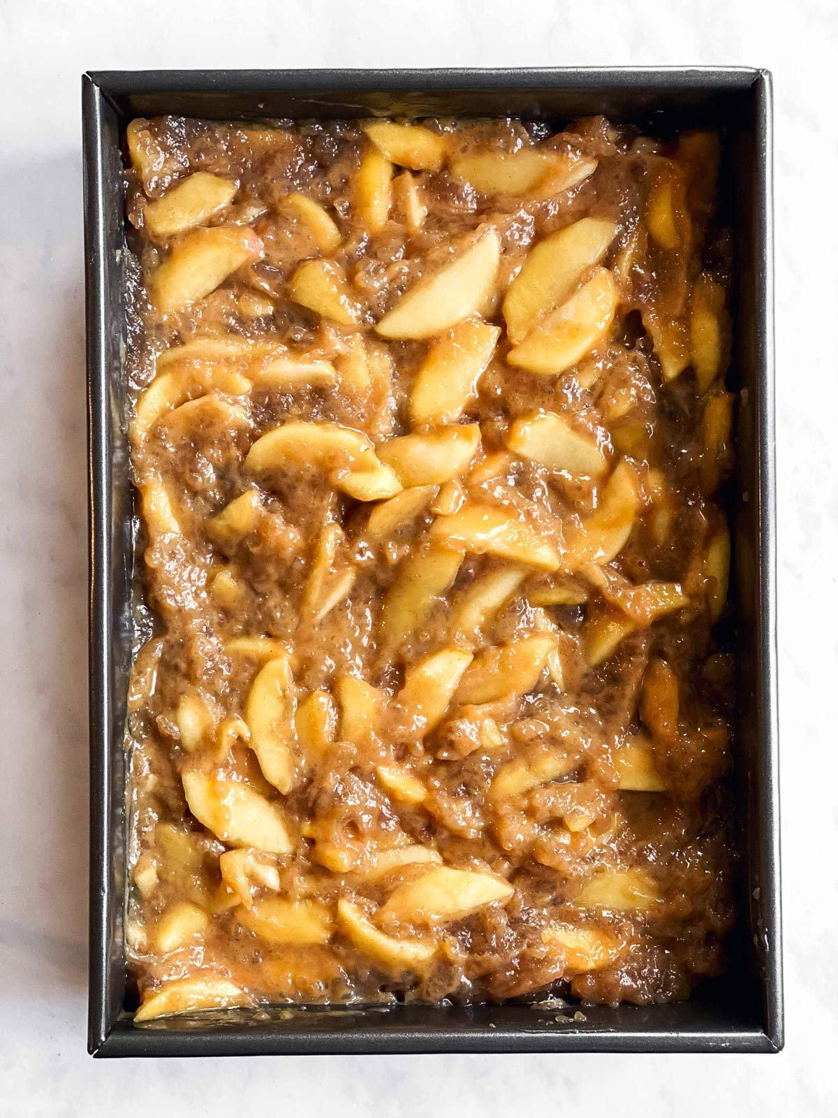 pan with apple pie filling